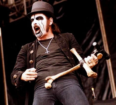 http://contraimpulso.files.wordpress.com/2009/07/king_diamond_1305071.jpg